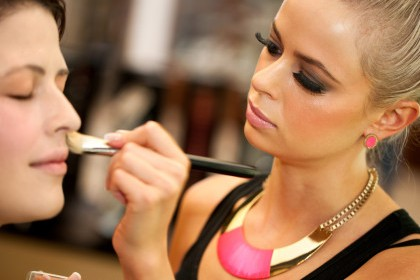 Top Reasons To Attend A School Of Makeup Artistry Internet School